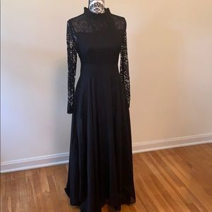 GORGEOUS lace black dress - full length
